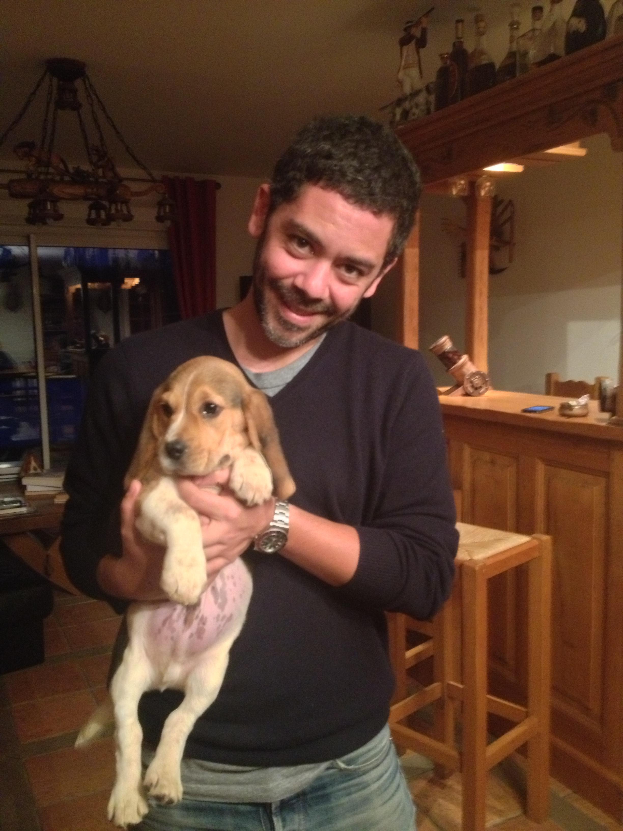 Manu payet et son petit chiot beagle Henri-Hombre de la rosée des gatines.